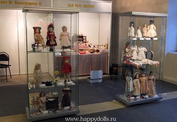 витрины с куклами